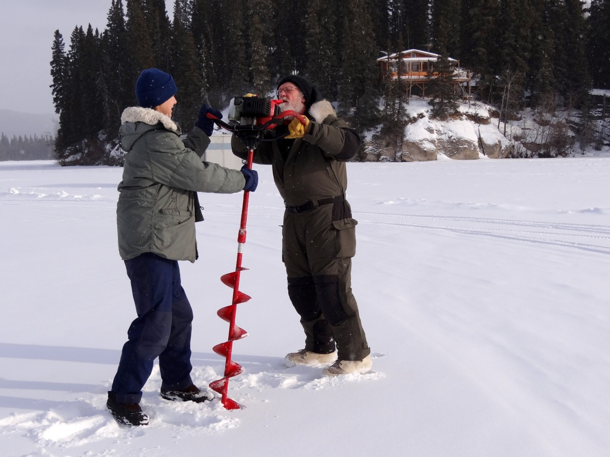 Alaska Day 9: 姜太公釣魚, 願者上鉤, 但是冰上釣魚真的快凍僵啦  (Fairbanks)