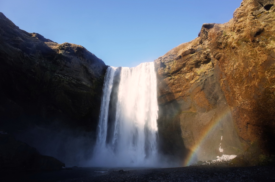 追尋彩虹, 不一定要等待雨後的天空, 也可以選擇邁開腳步走近瀑布@Seljalandsfoss, 冰島
