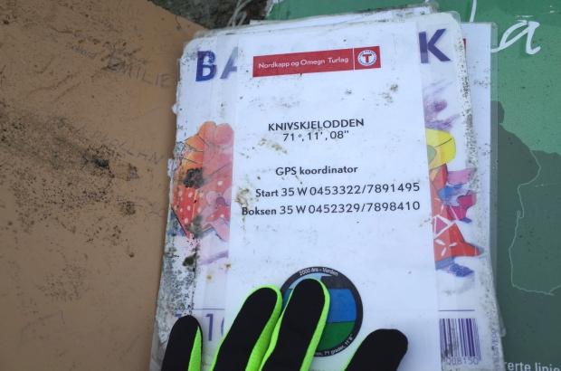 放置在Knivskjellodden 的挪威登山協會DNT簽名簿
