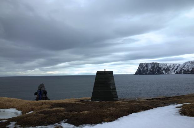 從緯度更高的Knivskjellodden回頭遠眺Nordkapp